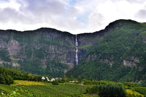 världens längsta vattenfall Skrikjofossen